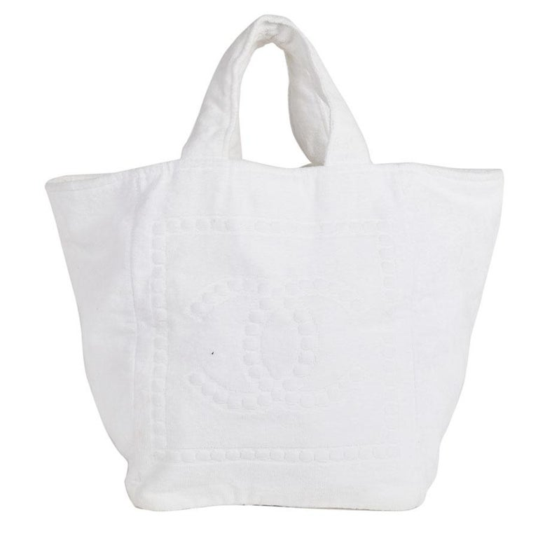 CHANEL Beach Bag in White Sponge Fabric For Sale at 1stdibs 2d1be2b10ef8