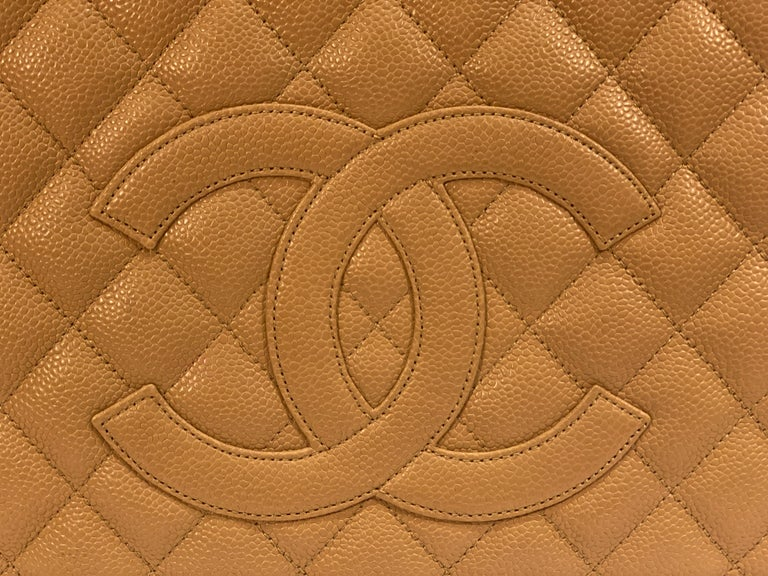 Women's Chanel Beige (20) Matelasse Quilted Caviar Leather Gold Chain Grand Shopping Bag For Sale