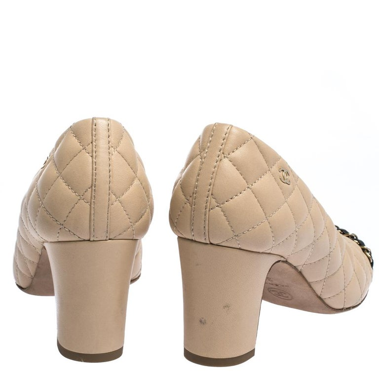 Women's Chanel Beige/Black Quilted Leather Chain Detail Block Heel Pumps Size 36 For Sale