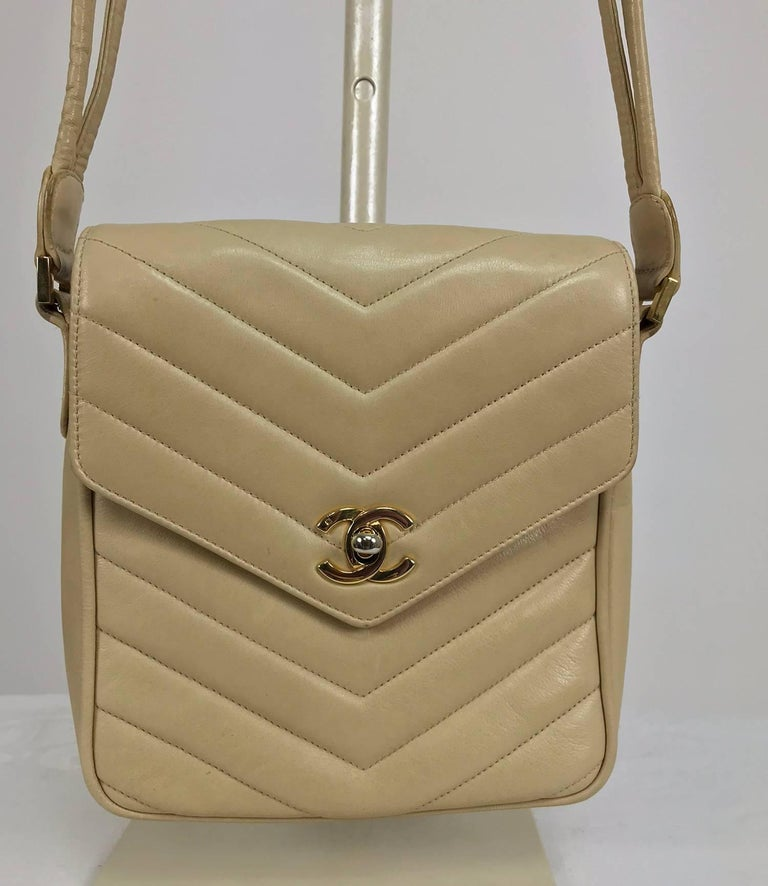 Beige Chanel beige chevron leather cross body camera handbag 1980s For Sale