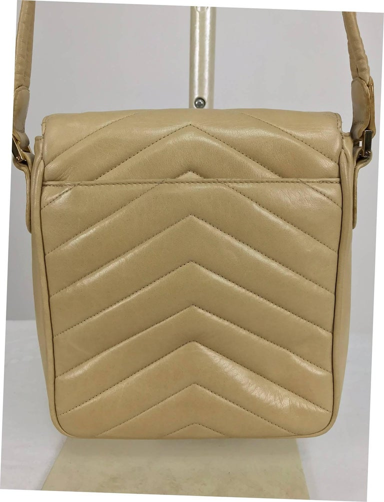 Chanel beige chevron leather cross body camera handbag 1980s For Sale 1