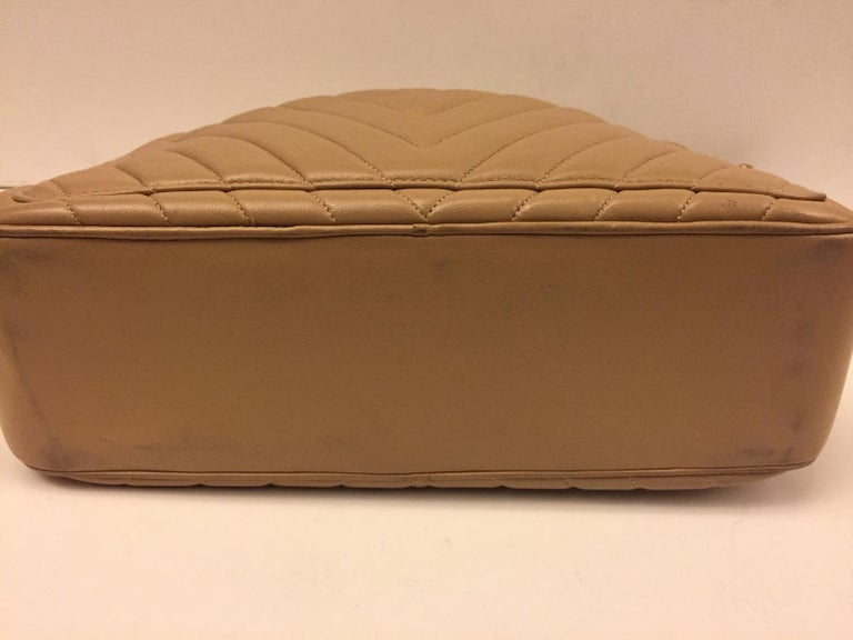 Chanel beige chevron shoulder bag For Sale 5