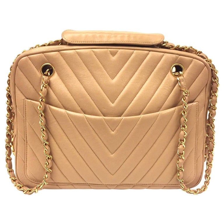Chanel beige chevron shoulder bag For Sale
