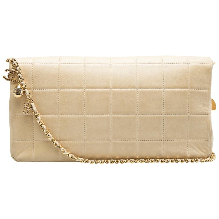 Chanel Beige Chocolate Bar Leather Lucky Charms Chain Bag In Good Condition For Sale In Dubai, Al Qouz 2