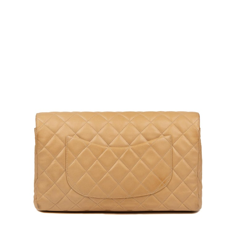 Very pretty clutch bag CHANEL  Beige lambskin Leather palladium Hardware Dimensions: 16 * 25 * 5  Hand carried.  Very good condition