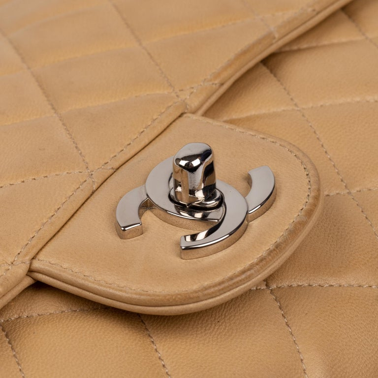 Chanel Beige Lamb Skin Leather Clutch In Good Condition For Sale In Paris, Paris