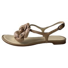 Chanel Beige Leather Camelia CC Thong Sandals sz 35.5