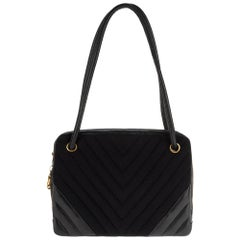 Chanel bi-material shoulder bag in navy blue jersey and leather, Gold hardware