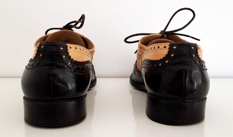 Black Chanel Bicolor Leather Lace-up Oxford Shoes - Size 40 (EU) For Sale