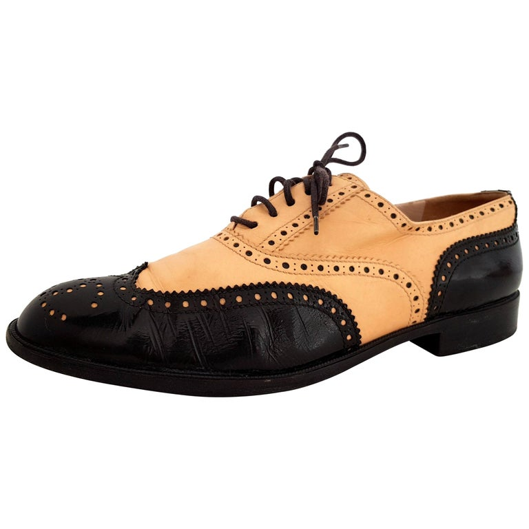 Chanel Bicolor Leather Lace-up Oxford Shoes - Size 40 (EU) For Sale