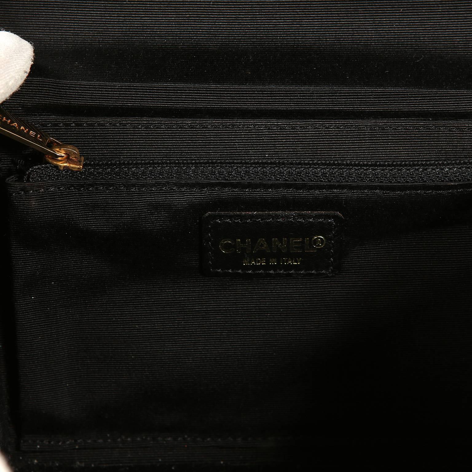 e21960375b3478 Chanel Black and Cream Bakelite Small Shoulder Bag at 1stdibs