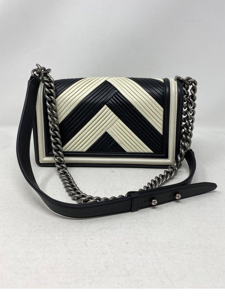 Chanel Black and White Chevron Boy Bag For Sale 6