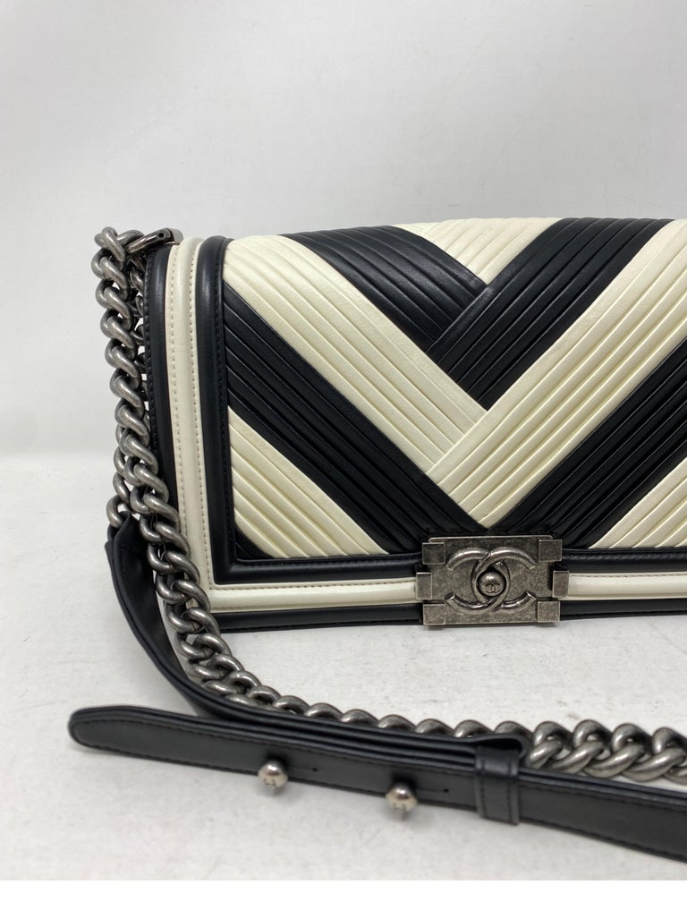 Chanel Black and White Chevron Boy Bag In Good Condition For Sale In Athens, GA