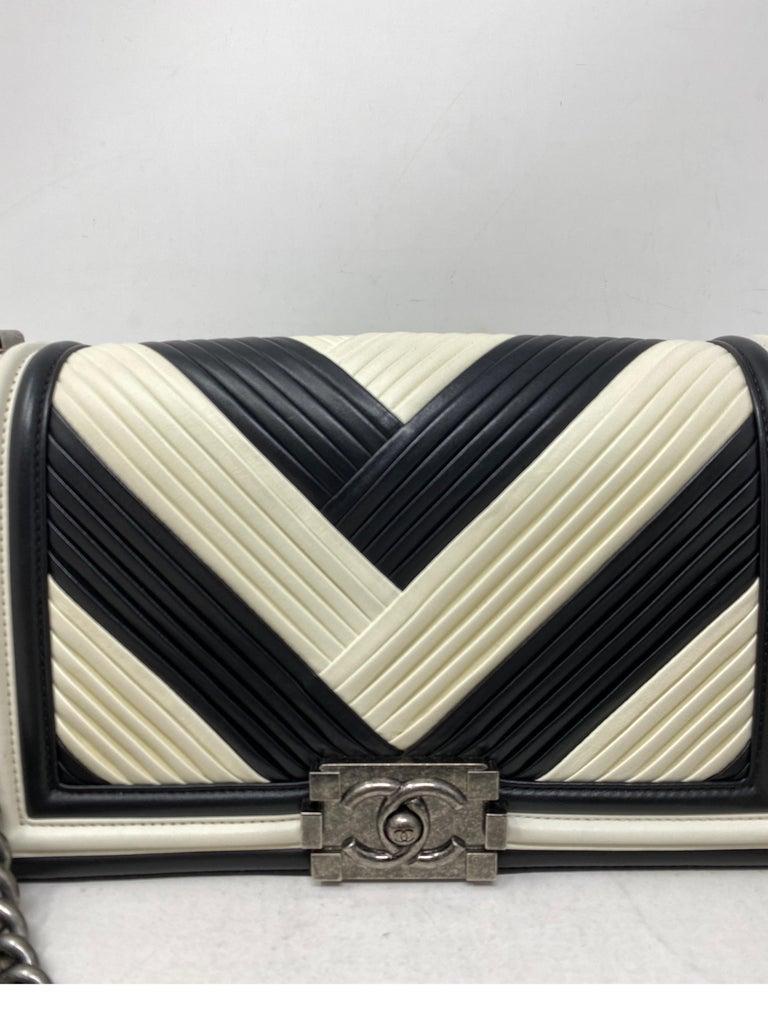 Women's or Men's Chanel Black and White Chevron Boy Bag For Sale