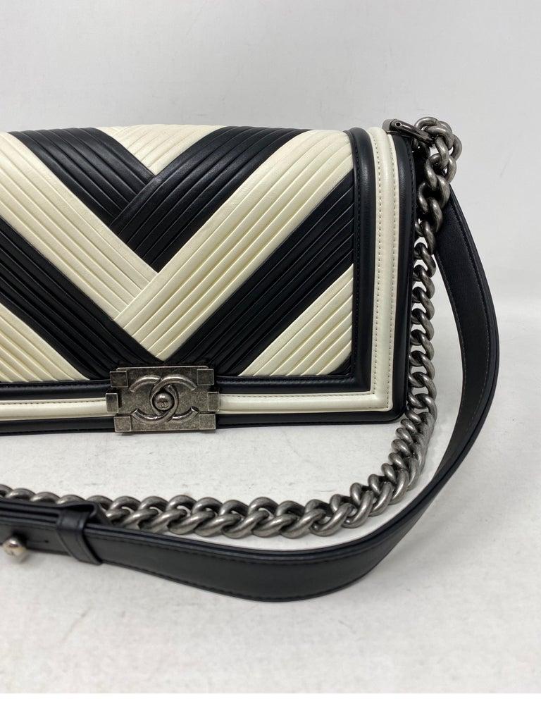 Chanel Black and White Chevron Boy Bag For Sale 1