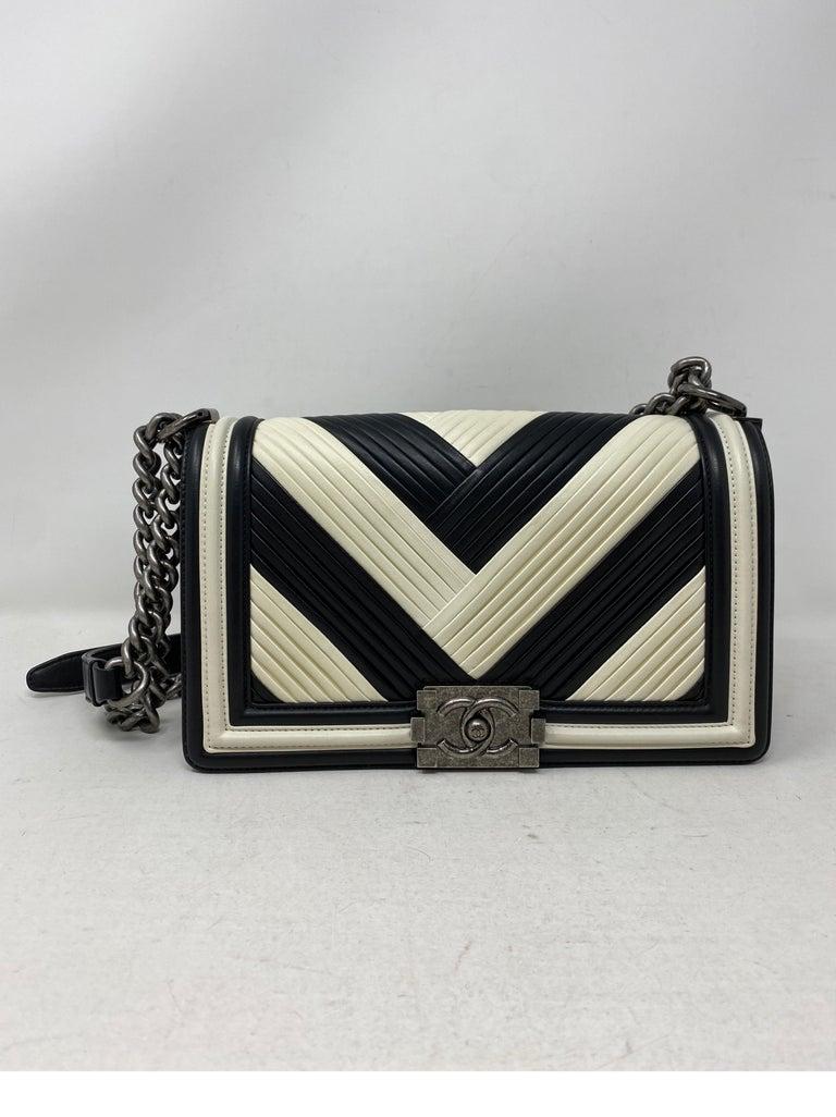 Chanel Black and White Chevron Boy Bag For Sale 2