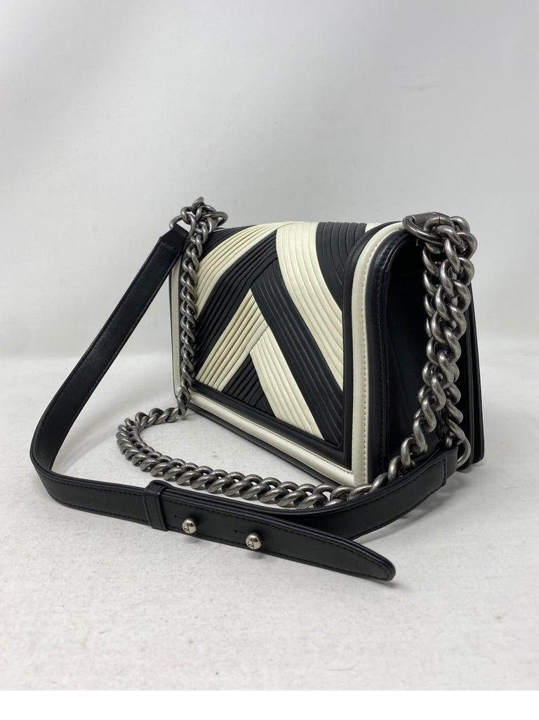 Chanel Black and White Chevron Boy Bag For Sale 5