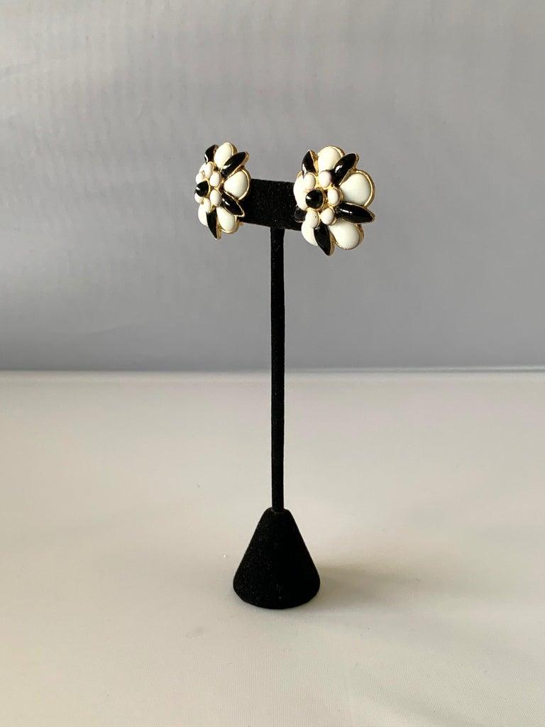 Artisan Chanel Black and White