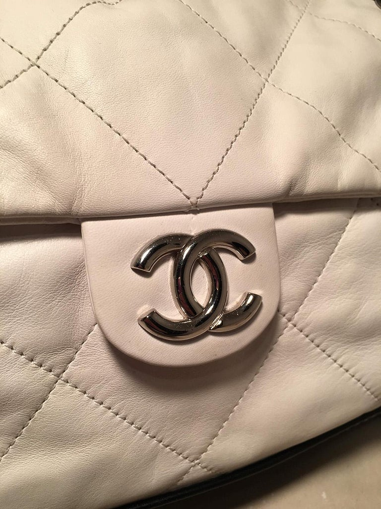 Chanel Black and White Quilted leather XL Classic Flap Shoulder Bag For Sale 1