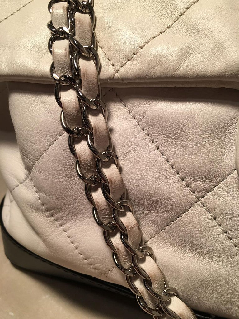 Chanel Black and White Quilted leather XL Classic Flap Shoulder Bag For Sale 2