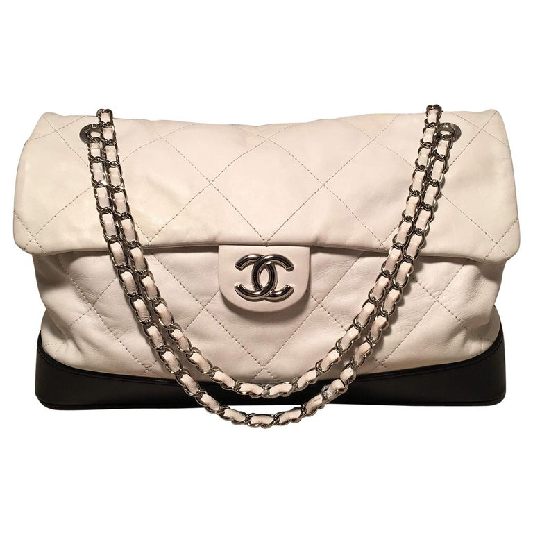 Chanel Black and White Quilted leather XL Classic Flap Shoulder Bag For Sale
