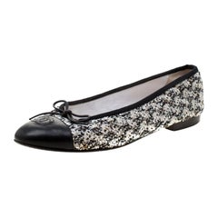 Chanel Black and White Tweed Cap Toe CC Bow Ballet Flats Size 38.5