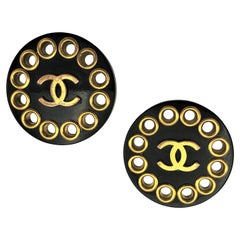 Chanel black bold ear clips signed 2CC8