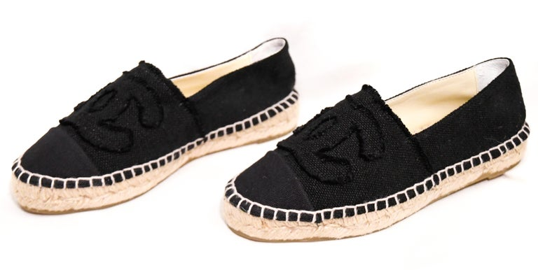Chanel Black Canvas Espadrilles With CC Fringed on Vamps In Excellent Condition For Sale In Palm Beach, FL