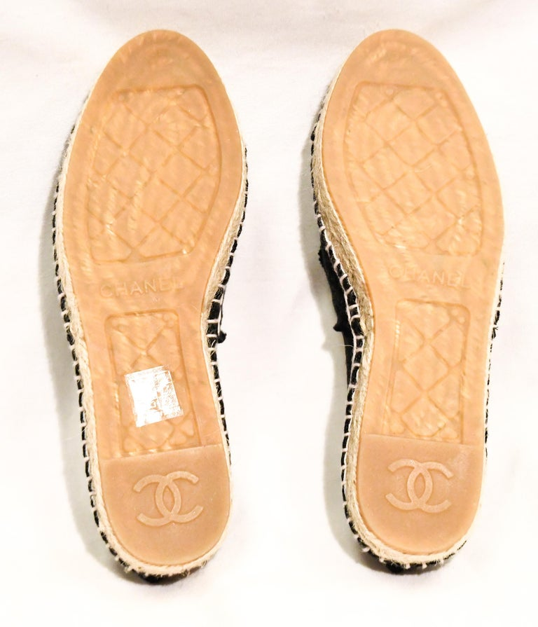 Chanel Black Canvas Espadrilles With CC Fringed on Vamps For Sale 1