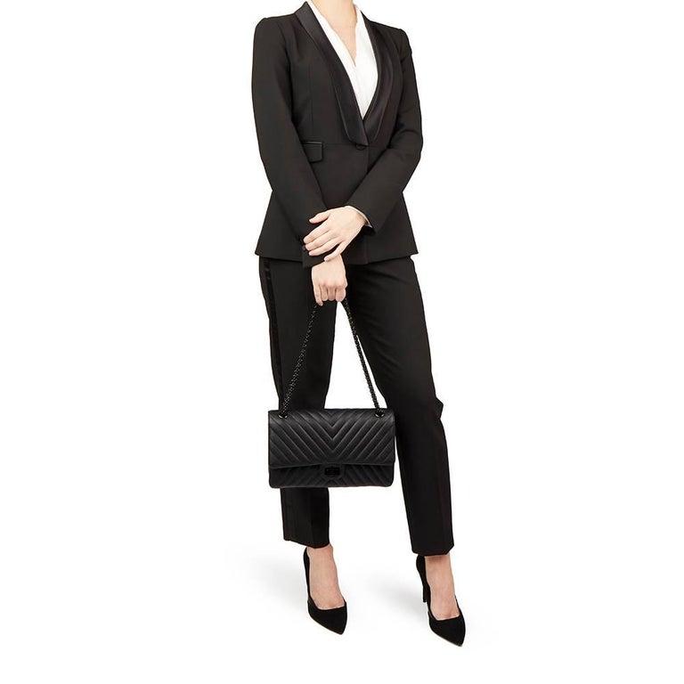 455b8eb898ab 2017 Chanel Black Chevron Calfskin So Black 2.55 Reissue 226 Double Flap Bag  For Sale 6