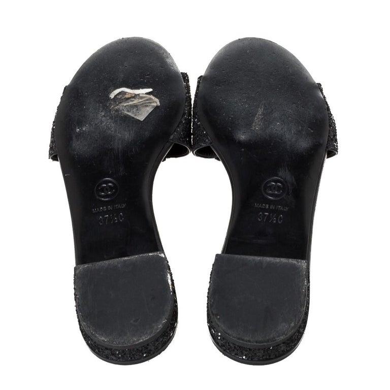 Women's Chanel Black Coarse Glitter Fabric Camellia Embellished CC Flat Slides Size 37.5 For Sale