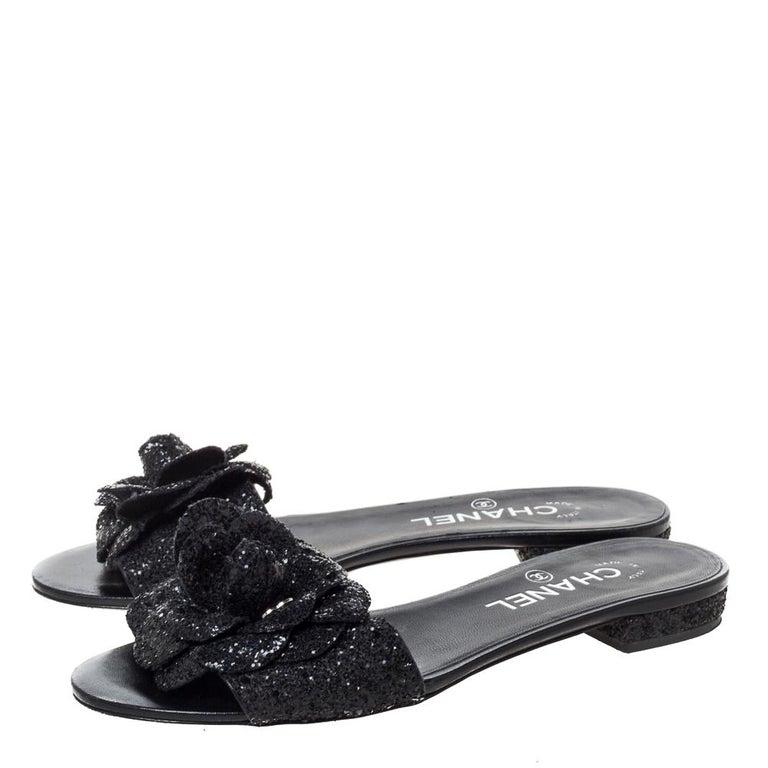 Chanel Black Coarse Glitter Fabric Camellia Embellished CC Flat Slides Size 37.5 For Sale 1