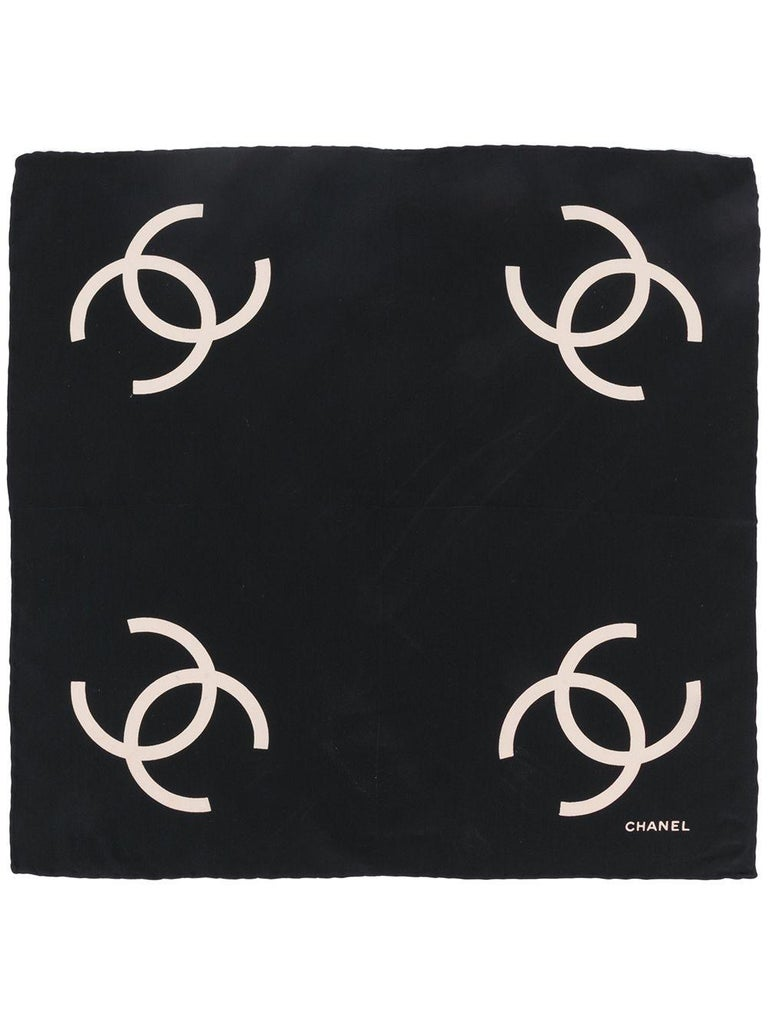 Crafted in France from the finest silk in a contrasting palette of black and cream, this pre-owned handkerchief by Chanel features a lightweight construction, a square shape and an elegant, all-over print of the brand's iconic interlocking 'CC' logo