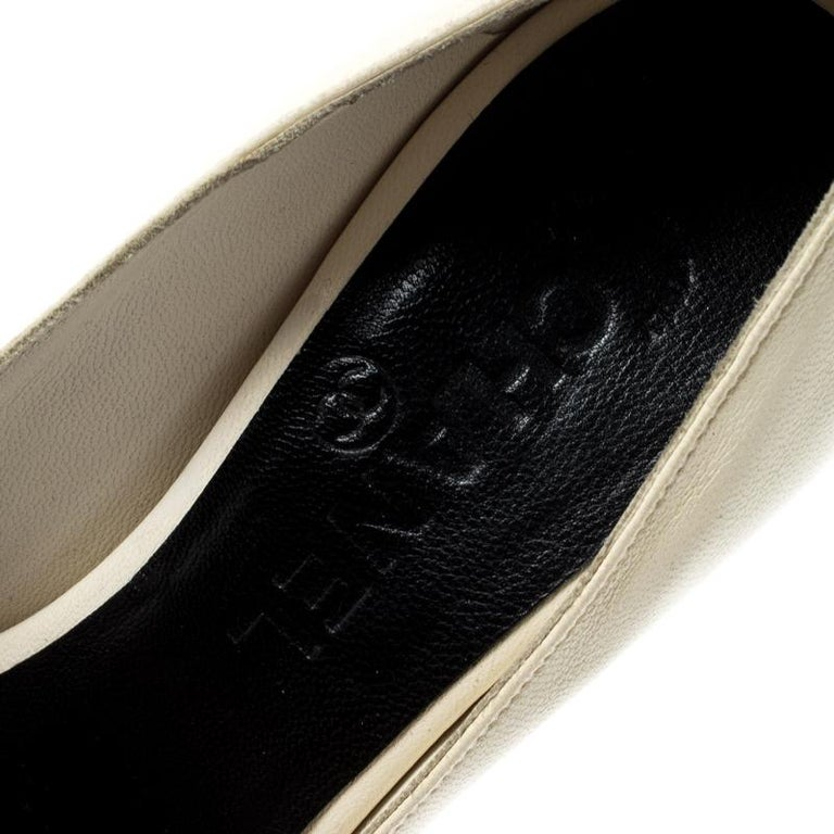 Chanel Black/Cream Leather Peep Toe Pumps Size 37 For Sale 1