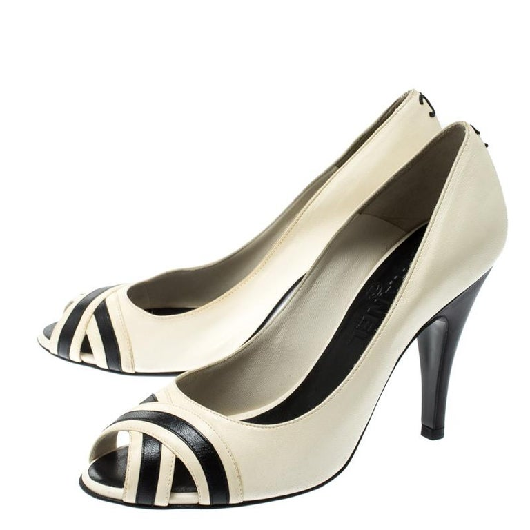 Chanel Black/Cream Leather Peep Toe Pumps Size 37 For Sale 3