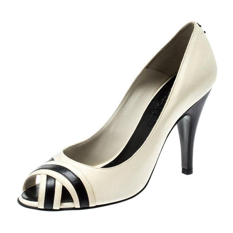 Chanel Black/Cream Leather Peep Toe Pumps Size 37 For Sale