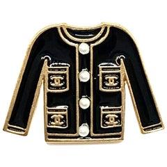 CHANEL black enamel jacket Pin's