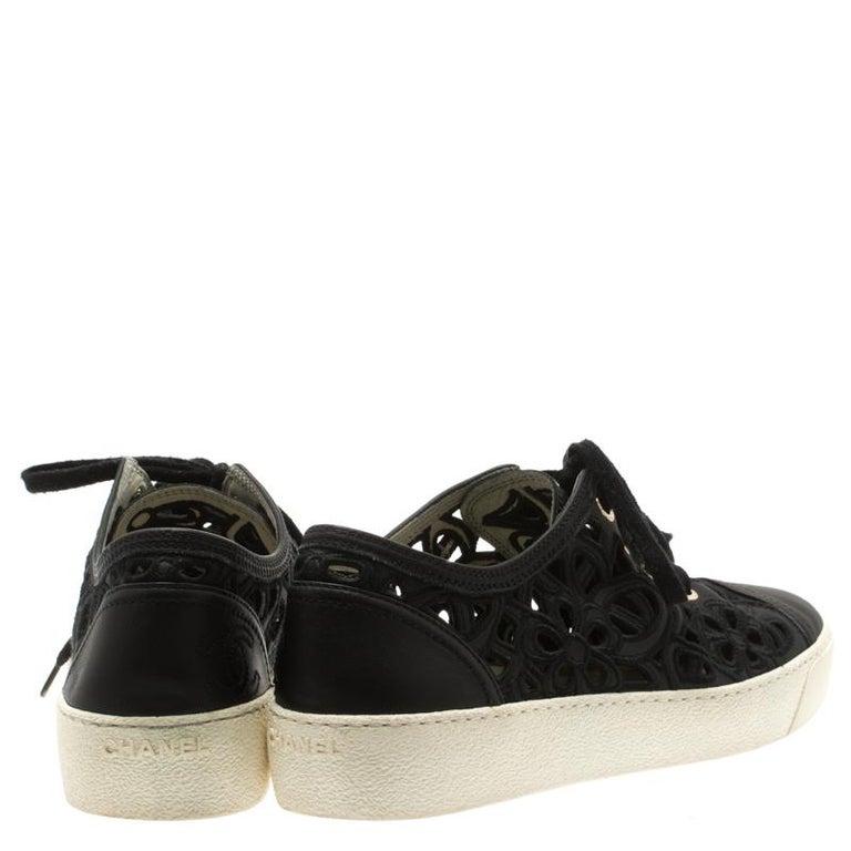 Chanel Black Flower Cutout Leather Sneakers Size 38.5 In Good Condition For Sale In Dubai, Al Qouz 2