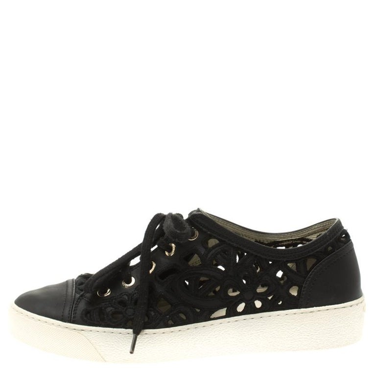 Chanel Black Flower Cutout Leather Sneakers Size 38.5 For Sale 2