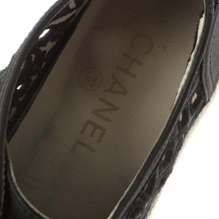 Chanel Black Flower Cutout Leather Sneakers Size 38.5 For Sale 3