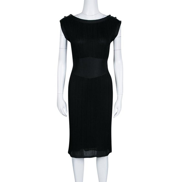 Chanel Black Knit Shoulder Button Detail Sleeveless Dress M In Good Condition For Sale In Dubai, Al Qouz 2