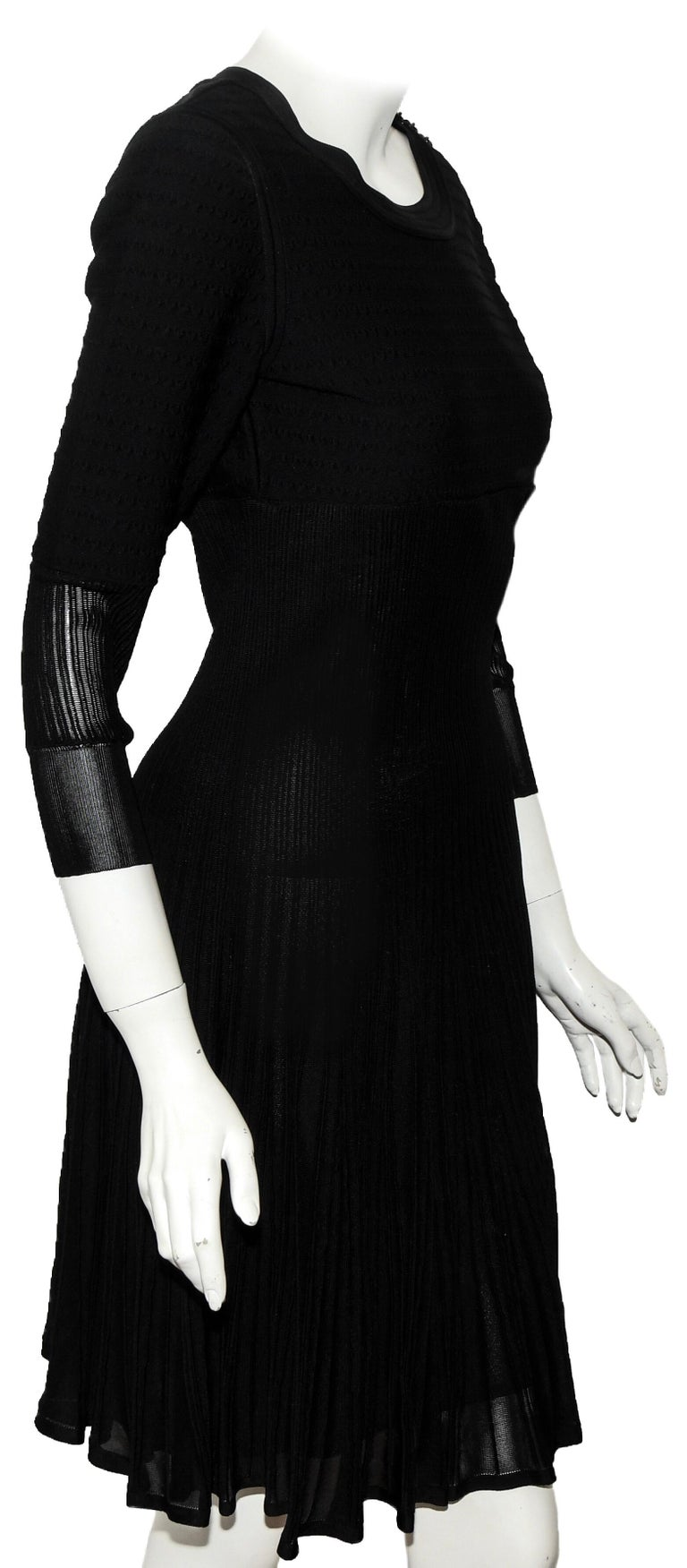 Women's Chanel Black Knit Silk Blend Pleated Long Sleeve Dress 2009 Cruise Collection For Sale