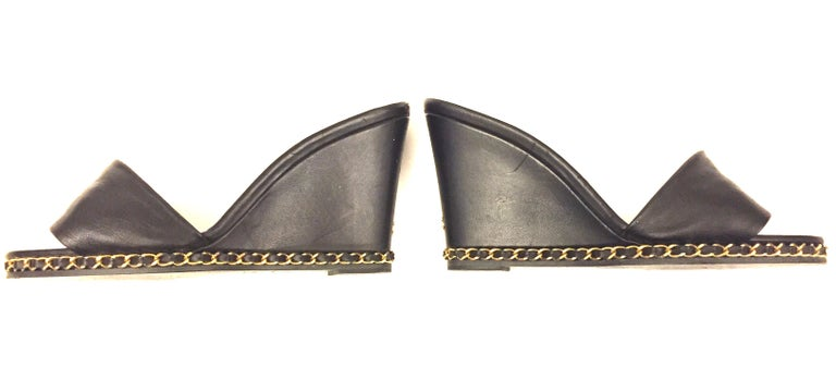 Chanel black lambskin gold chain open toe platform sandals u In Excellent Condition For Sale In Sheung Wan, HK