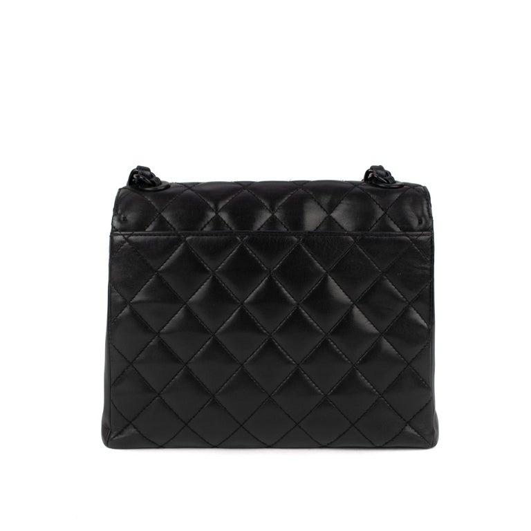 Handbag Chanel Black Lambskin Leather ! In Good Condition For Sale In Paris, Paris