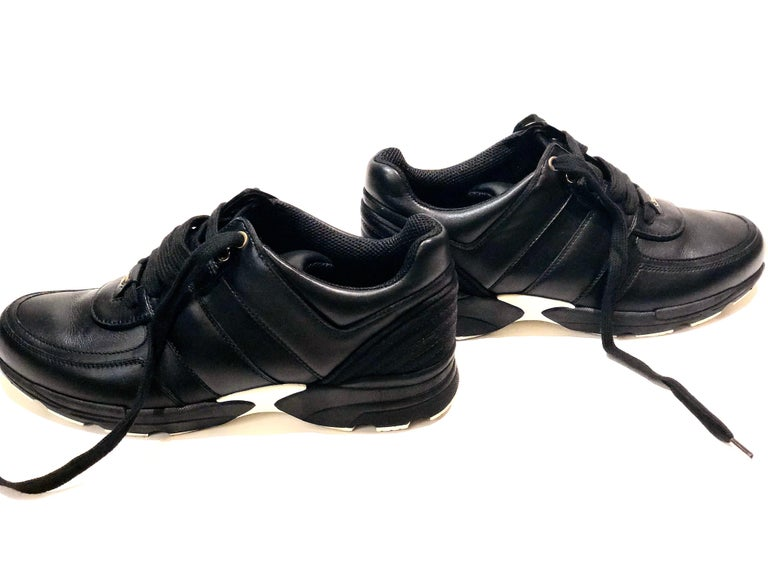 Chanel Black Lambskin Sneakers  In Excellent Condition For Sale In Sheung Wan, HK