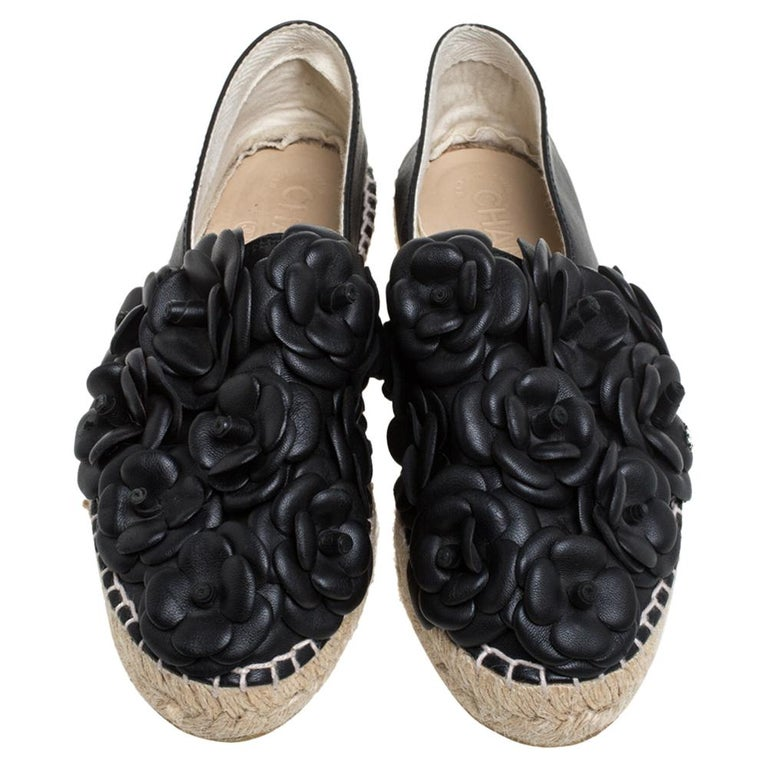 Chanel Black Leather CC Camellia Espadrilles Size 37 In Good Condition For Sale In Dubai, Al Qouz 2