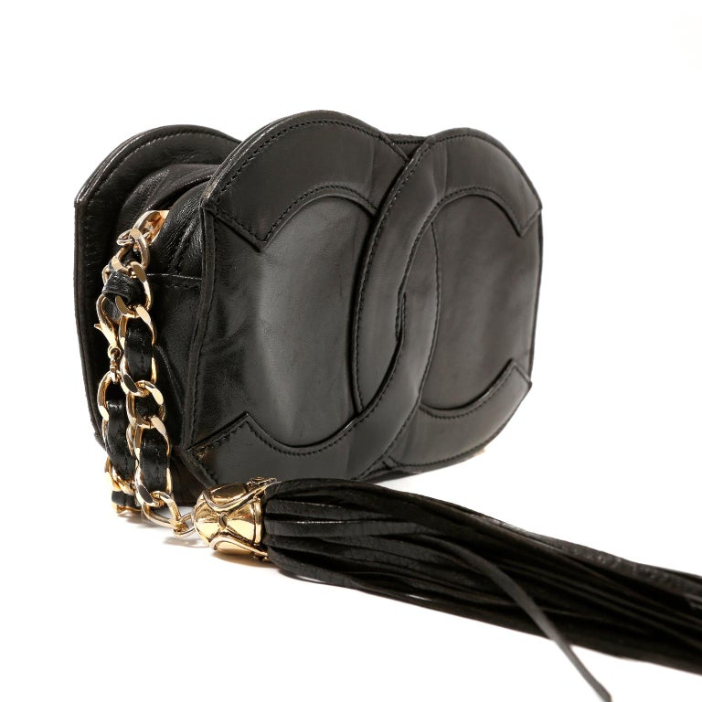 Chanel Black Leather CC Vintage Crossbody Bag In Good Condition For Sale In Palm Beach, FL