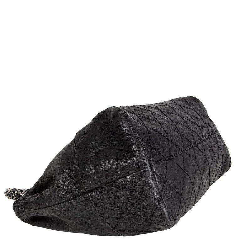 CHANEL black leather COCO CABAS Shoulder Bag In Excellent Condition For Sale In Zürich, CH