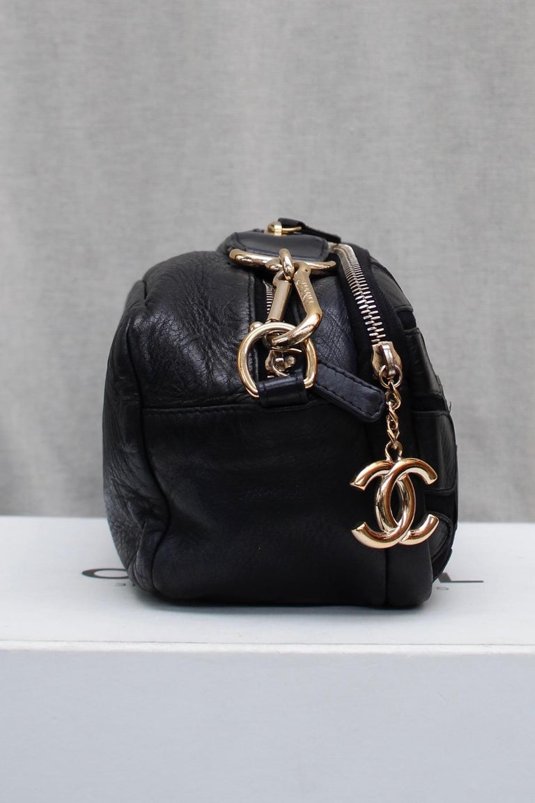 Women's Chanel black leather cross-body bag, 2000's For Sale