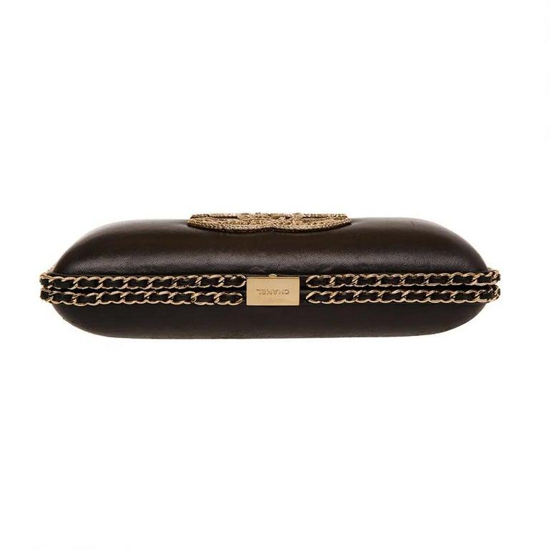 Women's or Men's Chanel black leather gold hardware clutch - shoulder bag For Sale